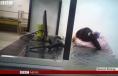 Apple - BBC - reportage chez Pegatron - ouvrière dormant sur place